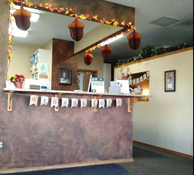 front desk area at mckimchiropractic nampa id